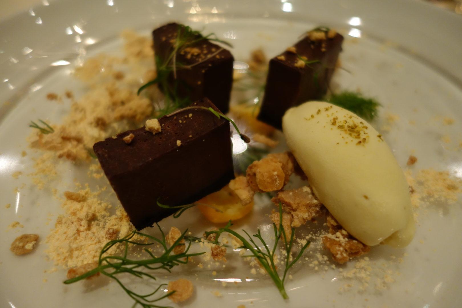 dine wedding caterers chocolate dessert