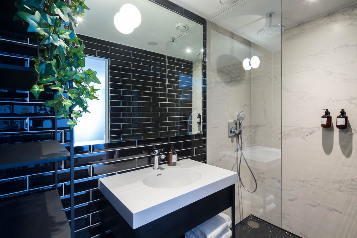 the harrogate girl bathroom accommodation Amsterdam