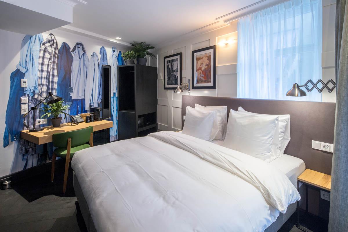 the harrogate girl hotel room Amsterdam