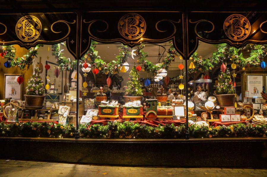 ettys christmas window, Harrogate at Chrismtas, Christmas lights, Christmas market